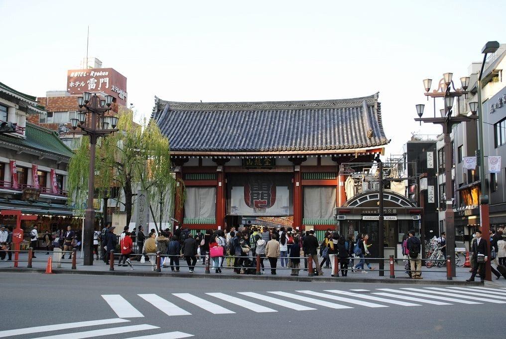 浅草寺ガイド保存版。交通手段、見どころ、おみやげ、お祭りなどまとめ