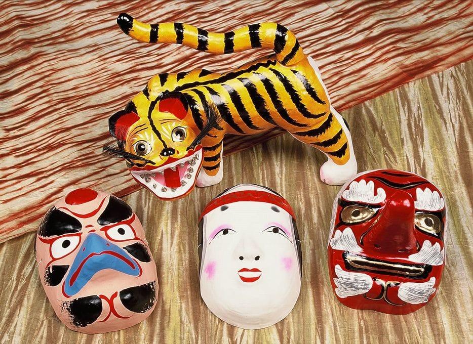 「姫路独楽」や「姫革細工」など美しい伝統工芸品がたくさんある姫路のおみやげ
