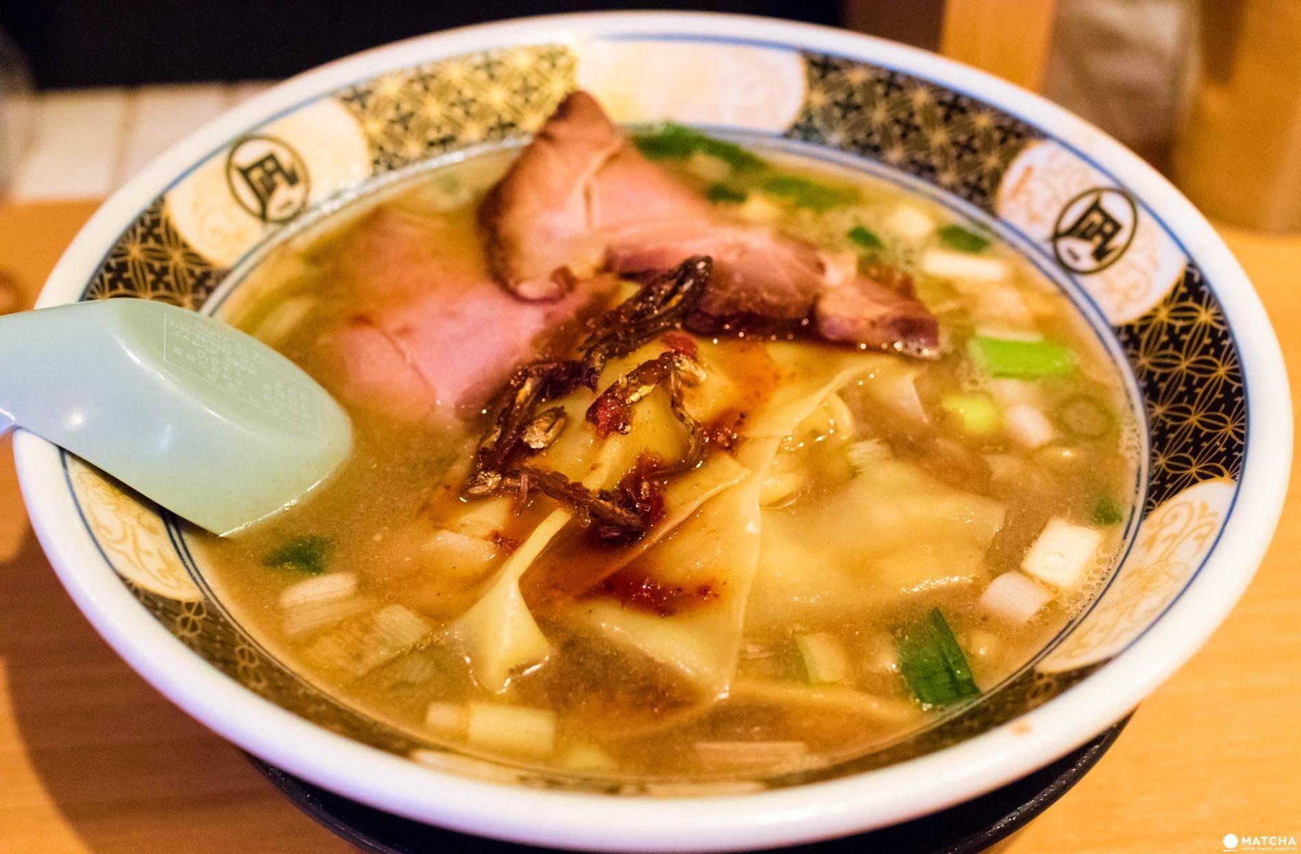 新宿含め複数の店舗がある「すごい煮干ラーメン凪」の「すごい煮干ラーメン¥820」。個性的ながら食べやす煮干しラーメンで美味しい。