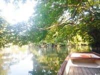 福岡(ふくおか) にある水(みず)の町(まち)柳川(やながわ)の、半日(はんにち)旅(たび)。和服(わふく)を着(き)て、船(ふね)に乗(の)りませんか?