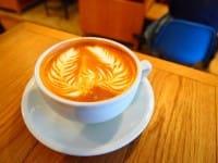オリジナル(original)の ラテアート(latte art)を 楽(たの)しむことが できる 東京(とうきょう)都内(とない)の カフェ(cafe) 5つ