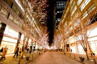 <div class='captionBox title'>クリスマスを過ぎても楽しめる!2月まで見られる東京駅周辺のイルミネーションスポット【2017~2018年版】</div>