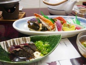 <div class='captionBox title'>來到四國高知就要這樣吃!海鮮、和牛樣樣來</div>