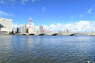 <div class='captionBox title'> 新潟市的象徴「萬代橋」徹底解剖!</div>