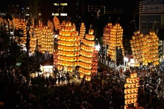 <div class='captionBox title'>Akita Kanto Festival - Spectacular Night Sky With 10,000 Lanterns!</div>