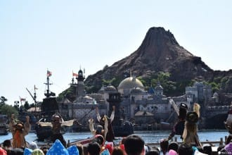 <div class='captionBox title'>Disney Pirates Summer! A Tokyo DisneySea Event For The Pirate In You</div>