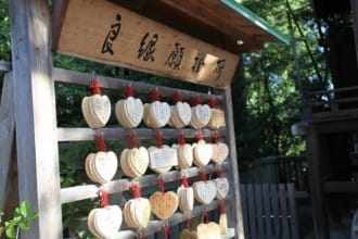 <div class='captionBox title'>Get Blessed With Love At Yasaka Shrine In Gion, Kyoto</div>