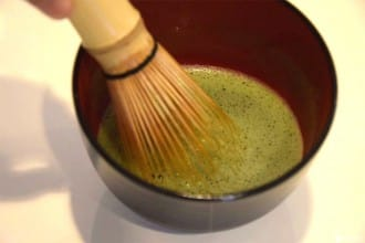 <div class='captionBox title'>Matcha Green Tea: Learn How To Make It At Home!</div>