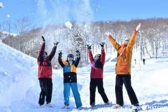 <div class='captionBox title'>從東京出發大約只要90分鐘的道地滑雪練習場!來GALA湯澤一起玩雪吧!</div>