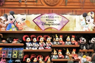 <div class='captionBox title'>New And Popular Goods! Must Have February Souvenirs At Tokyo Disneyland!</div>