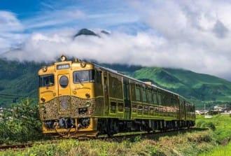 <div class='captionBox title'>設計師水戶岡銳治,打造只有九州才有的奢華款待火車</div>