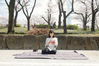 เตรียมปูเสื่อ! วิธีและมารยาทในการจองพื้นที่ชมซากุระ