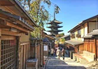 <div class='captionBox title'>Kyoto's Gion Area - A Walking Tour</div>