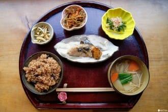 <div class='captionBox title'>「結わえる本店」で日本人の健康を支える食文化に触れよう!</div>