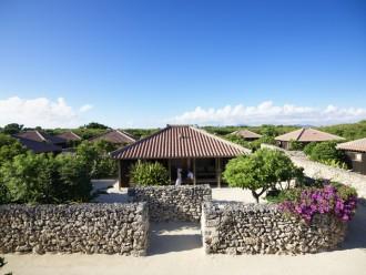 「星のや竹富島」― 沖縄で島暮らしを楽しもう!