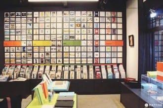 <div class='captionBox title'>透過明信片分享日本美術與珂羅版印刷的京都便利堂</div>
