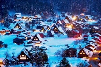 <div class='captionBox title'>【白川鄉合掌村】征服日本的童話世界!2020年交通、美食、住宿、景點、點燈活動懶人包!</div>
