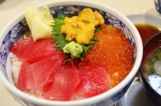 <div class='captionBox title'>『大阪』 不要再只去黑門市場了!現抓現吃生魚片!中之島漁港</div>