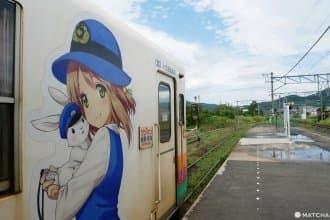 <div class='captionBox title'>【山形】最可愛的兔子站長與百花相伴,載著日常與絕景的「Flower長井線」</div>