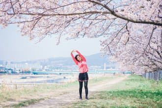 <div class='captionBox title'>【東京】一出飯店就是「櫻花」慢跑路線!5條馬拉松愛好者的賞櫻路跑行程!</div>