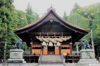 <div class='captionBox title'>【長野】日本歷史最悠久的神社之一「諏訪大社」,巡遊四個不同面貌的建築物!</div>