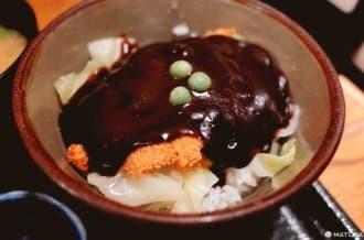 <div class='captionBox title'>【岡山】岡山的豬排蓋飯有點不一樣?庶民美食「牛肉醬汁豬排蓋飯」</div>