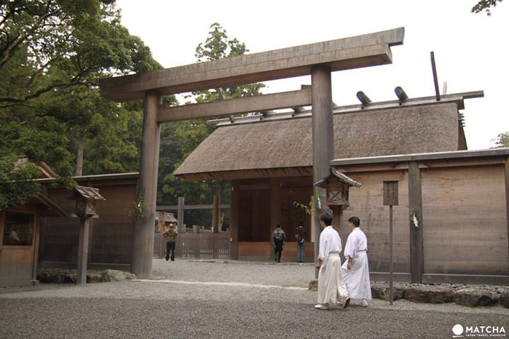 Temples, Shrines and Charms - A Summary of Japanese Religion