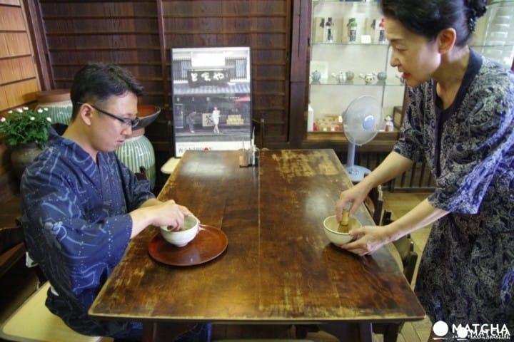 來位於城下町杵築的日本茶專門店「お茶処とまや」  給自己點一杯抹茶吧~