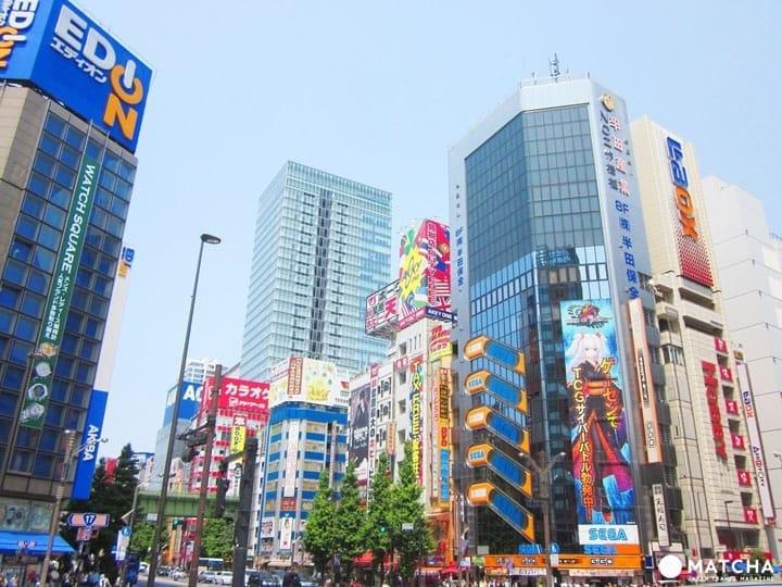 ไกด์พาเที่ยวอากิฮาบาระสำหรับนักท่องเที่ยวตั้งแต่เครื่องใช้ไฟฟ้าราคาถูกไปจนถึงสินค้าโอตาคุ