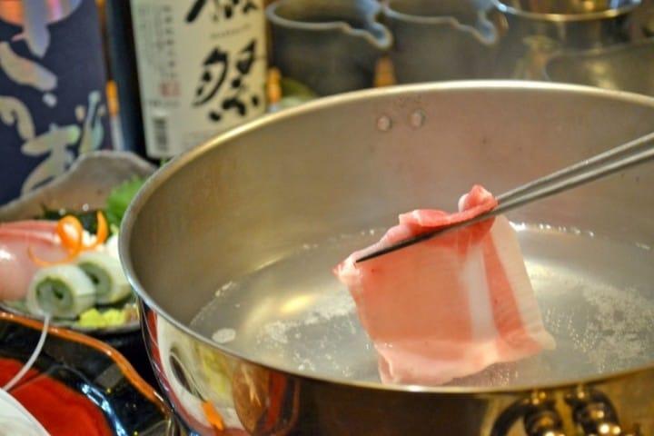 日本のしゃぶしゃぶ完全ガイド。価格、食べ方、具材、レストラン情報まとめ