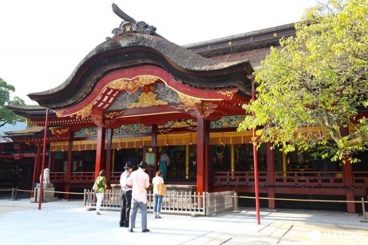 ไกด์นำเที่ยวฟุกุโอกะตั้งแต่แหล่งท่องเที่ยวยันวิธีการเที่ยวร้านแผงลอยให้คุ้ม
