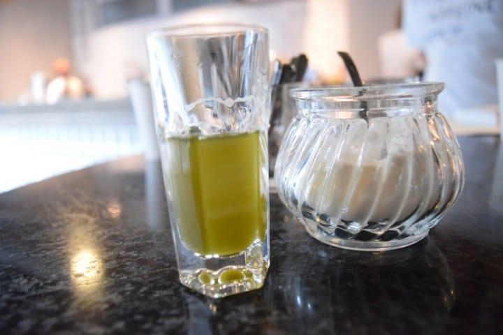 緑茶のエスプレッソ!?世界初のカフェインチャージバー caffeineholic