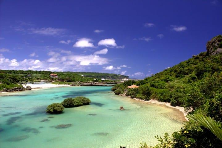 沖縄離島(石垣島、与那国島、西表島、宮古島)の魅力とアクセス方法