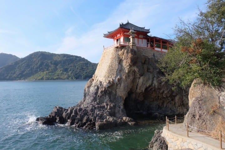 令人屏息冥神的驚險感與絕妙景色!能夠將瀨戶內海一覽無遺的阿伏兔觀音