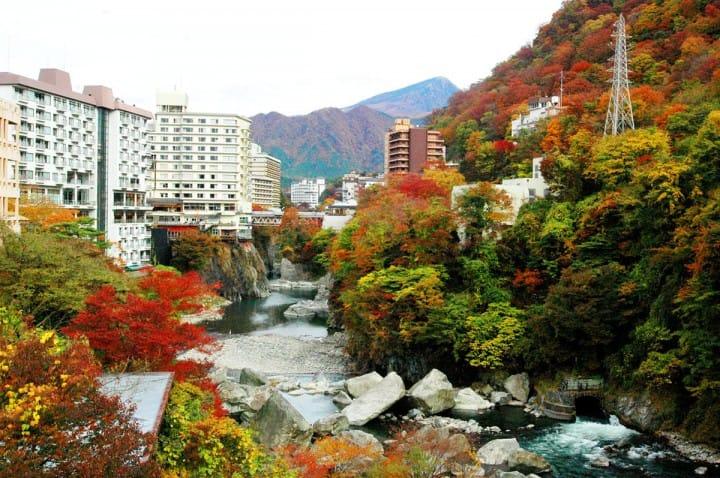 【栃木・鬼怒川温泉】体验日本四季之美—附温泉一日游、旅馆、交通等~