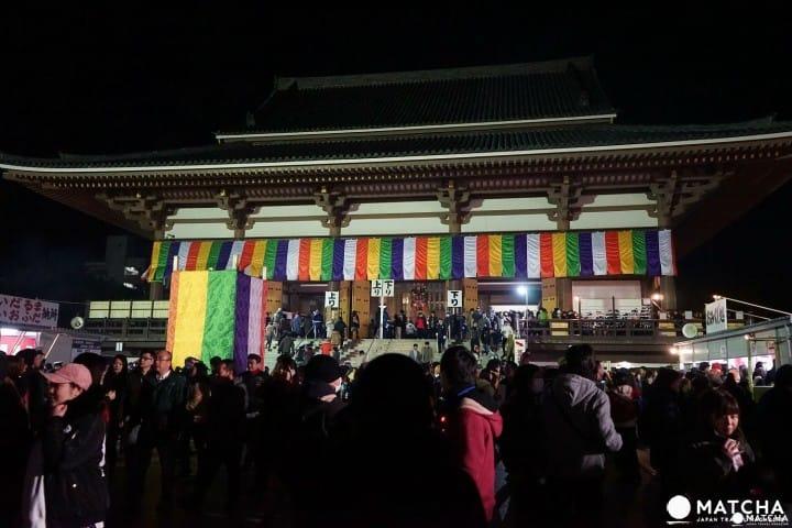 Hatsumode di Kuil Nishiarai Daishi: Ibadah Tengah Malam Sekali dalam Setahun