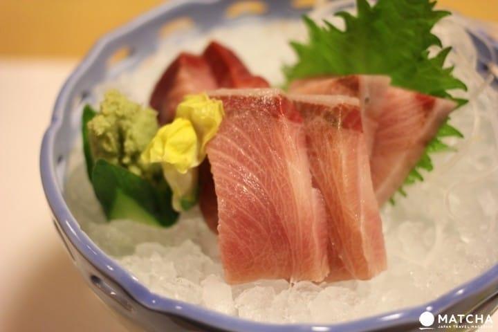 ไกด์ซาชิมิฉบับสมบูรณ์: ซาชิมิแตกต่างกับซูชิยังไง, มีกี่ประเภท, ระดับราคา, วิธีการรับประทาน และอื่นๆ