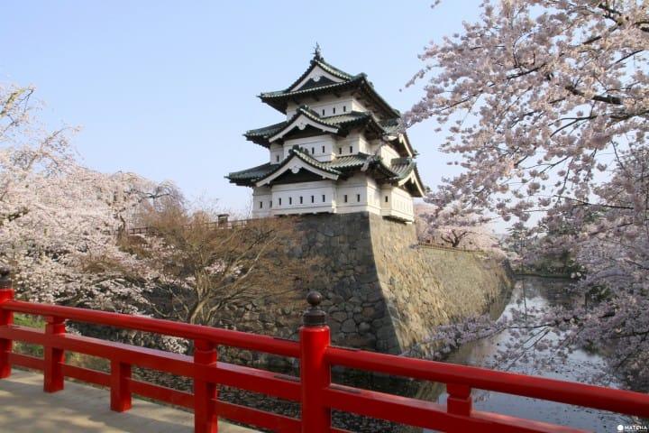 El Castillo Hirosaki, un famoso lugar con flores de cerezo en Aomori