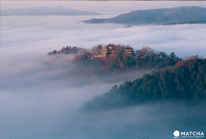 """【จ.โอกายาม่า】""""บิทชูมัตสึยามะ"""" ปราสาทลอยฟ้าที่สูงที่สุดในญี่ปุ่น"""