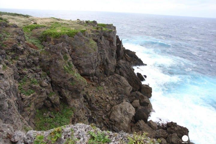 """【คาโกชิม่า】10 แหล่งท่องเที่ยวบน """"เกาะโอกิโนะเอราบุจิมะ"""" เกาะถ้ำหินปูนจากปะการัง"""