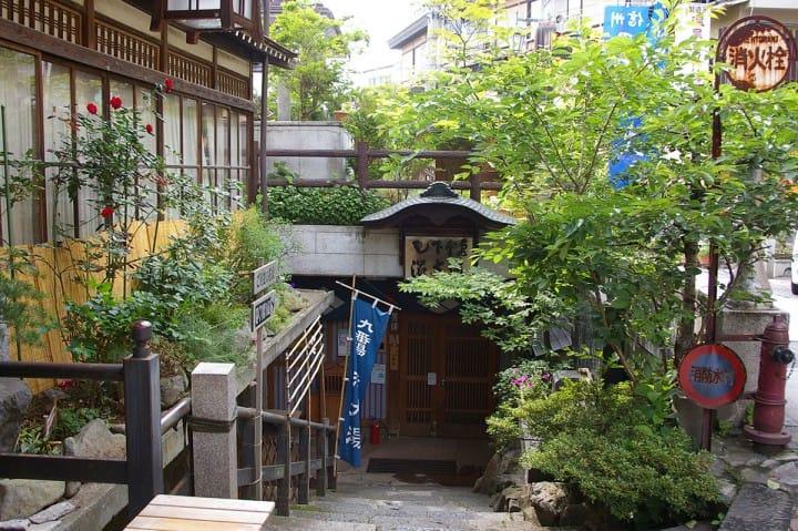 【長野県】スノーモンキーもいる! レトロな雰囲気の渋温泉〜アクセス・旅館など〜