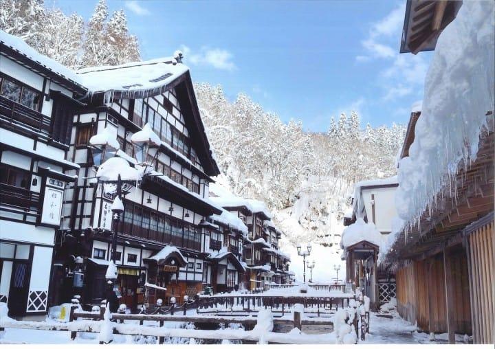 山形「銀山溫泉」保留著大正浪漫風情的夢幻聖地—冬夏交通、住宿、景點、美食完全指南
