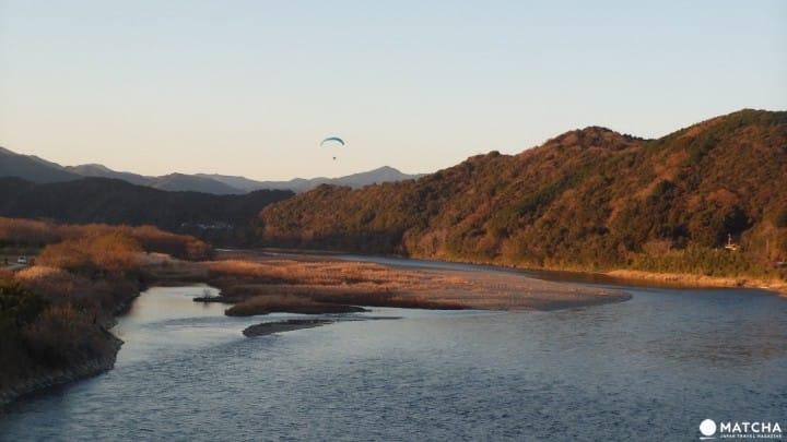 『高知』迟开的向日葵拍摄景点:日本最后清流 四万十川自行车散策