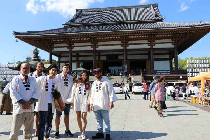 【西新井】花のお寺西新井大師の「花まつり」で神輿擔ぎに挑戦!