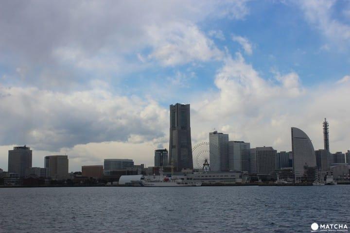 「Marine Rouge」で橫浜ランチク兒ーズ。橫浜の景色を見ながら豪華な晝食を。