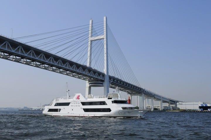 横浜の景色を見ながら豪華な昼食を!「Marine Rouge」の横浜ランチクルーズ