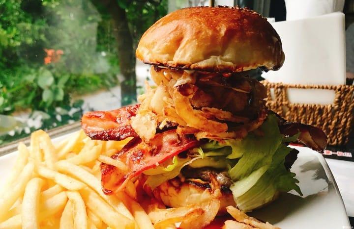 號稱沖繩第一『漢堡』專賣店!美式超厚巨無霸漢堡