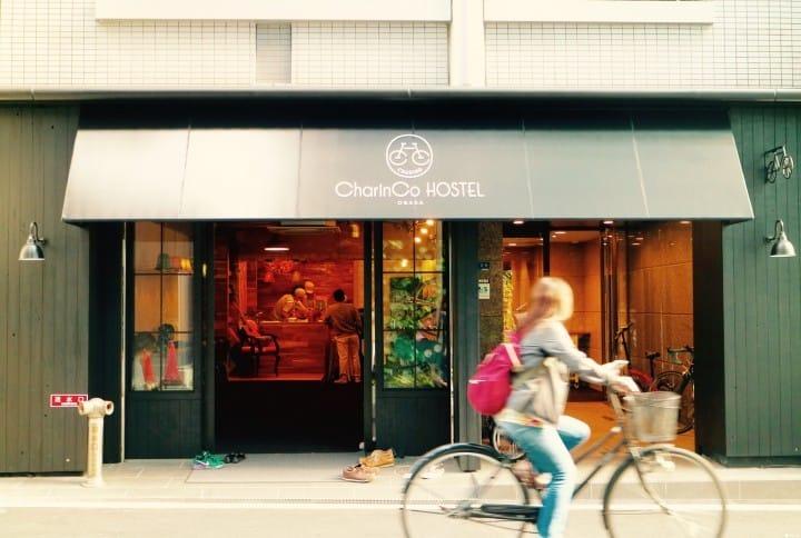 住進大阪的「CharinCo Hostel」,騎乘時髦自行車逛逛街區!