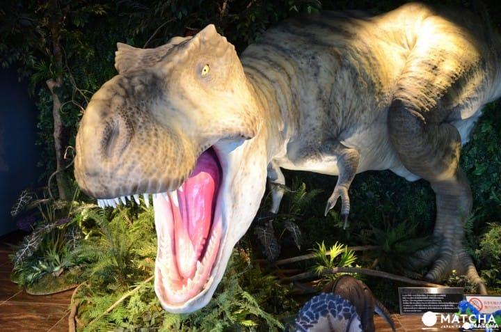ไดโนเสาร์ออกมาต้อนรับ!
