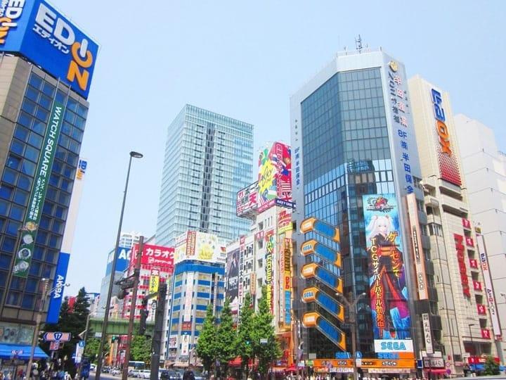 10 Tempat Belanja Oleh-Oleh Alat Elektronik Pilihan di Akihabara